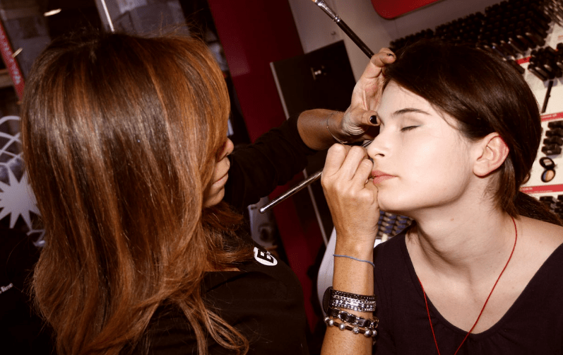 Make Up Artist (MUA) Profesional